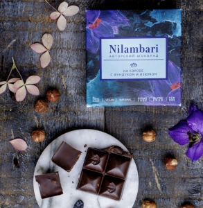 Шоколад Nilambari на кэробе с фундуком и изюмом (65 г)